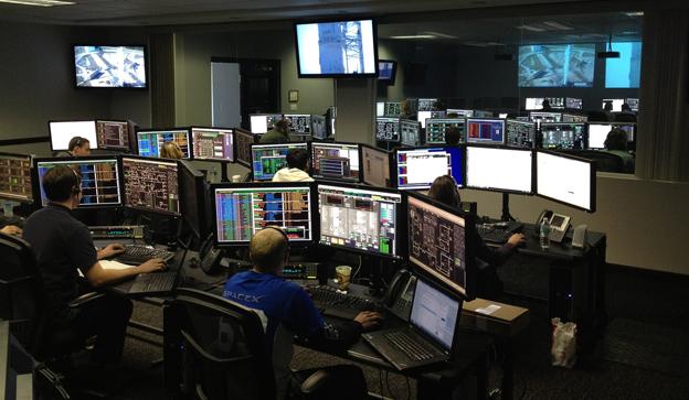 Dataähkyä Elon Muskin perustaman SpaceX-avaruusliikenneyrityksen tarkkailuhuoneessa