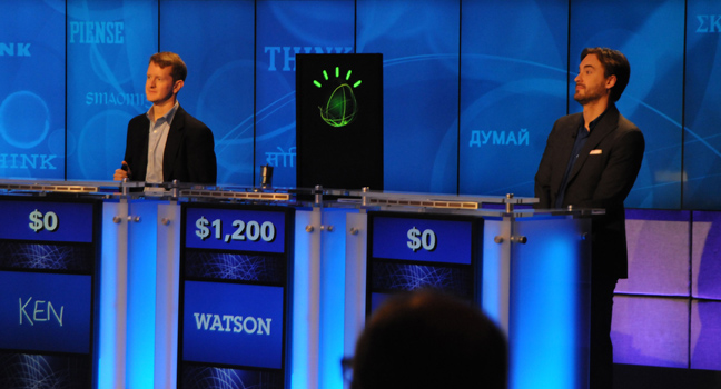 IBM:n Watson-supertietokone päihittää ihmiskilpailijansa Jeopardy-tietovisassa. Kuva: IBM
