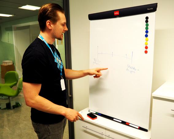 Tomi Pyrhönen mallintaa prosessien digitalisointia