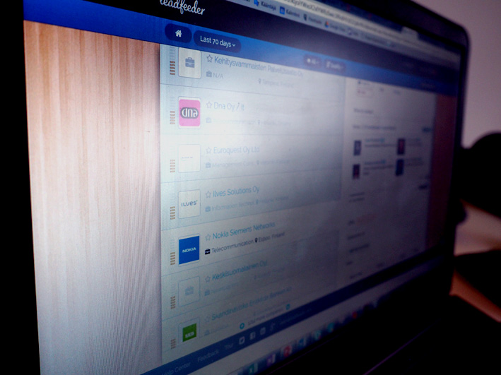 Leadfeederin täysversion kattavilla toiminnoilla voi liittää omaan verkkosivustoonsa