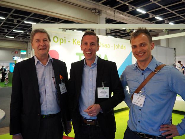 It-alan sidosryhmien johto tapasi TIVIAN ständillä ICTexpossa. Kuvassa Robert Serén, Ohjelmistoyrittäjät Ry:n toimitusjohtaja Rasmus Roiha, sekä ite wikin liiketoimintajohtaja Johannes Puro.